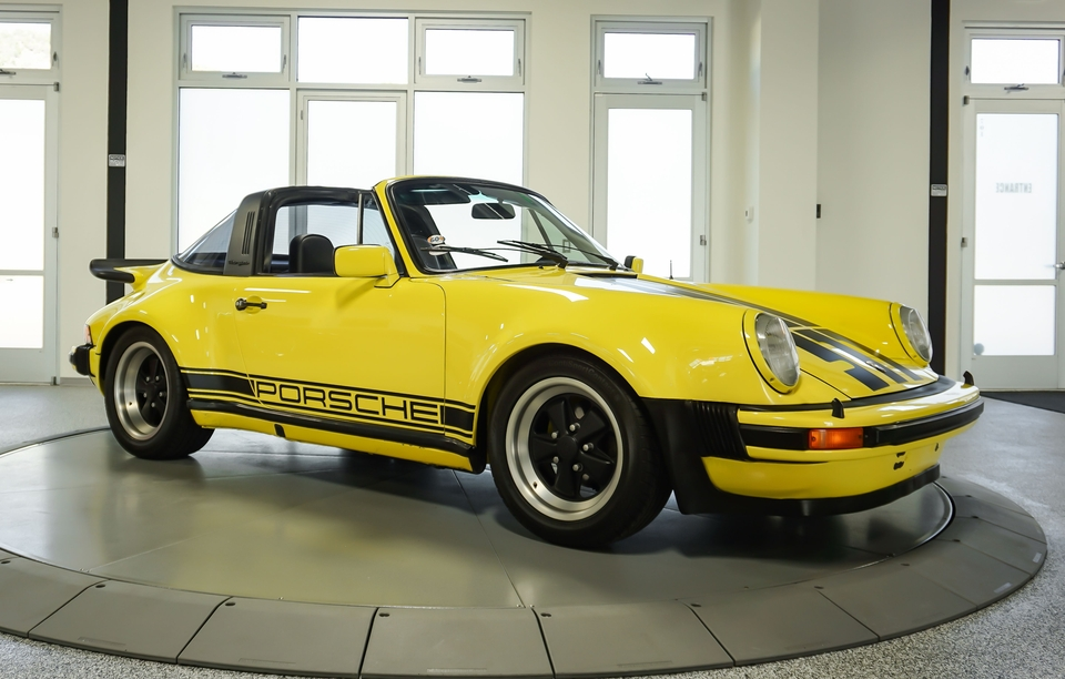 """DT: 1977 Porsche 911 Carrera 3.0 Targa """"Turbo Look"""""""