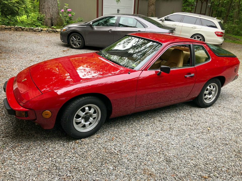NO RESERVE 1978 Porsche 924 4-Speed Non-Sunroof
