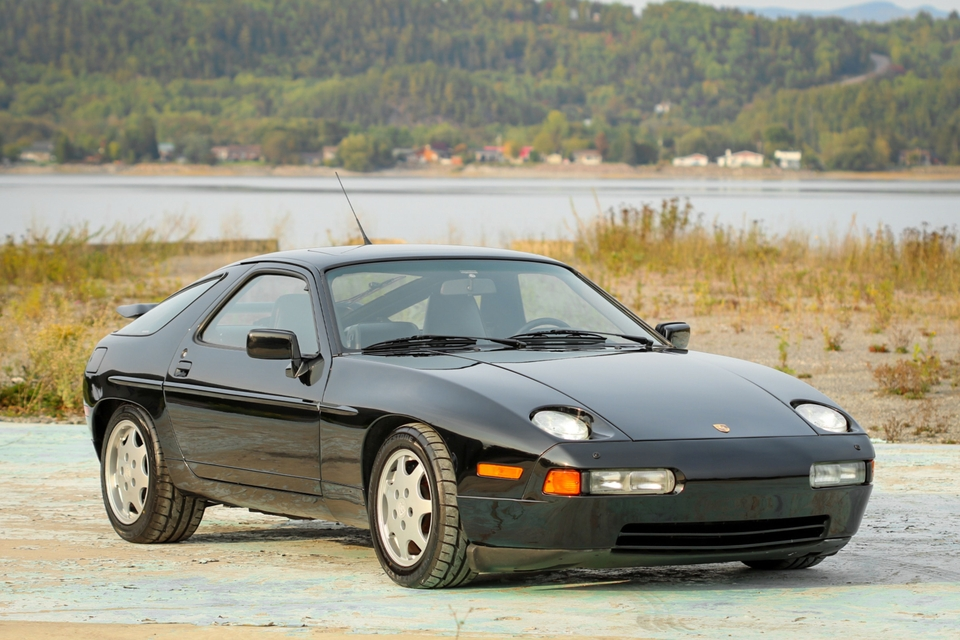 DT: 1990 Porsche 928 GT 5-Speed