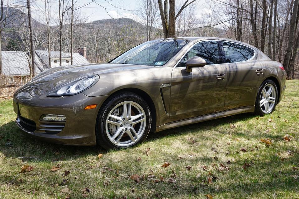 DT: 2010 Porsche Panamera 4S
