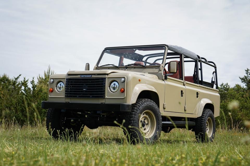 DT: 1995 Land Rover Defender 110 LS3 V8 Restoration