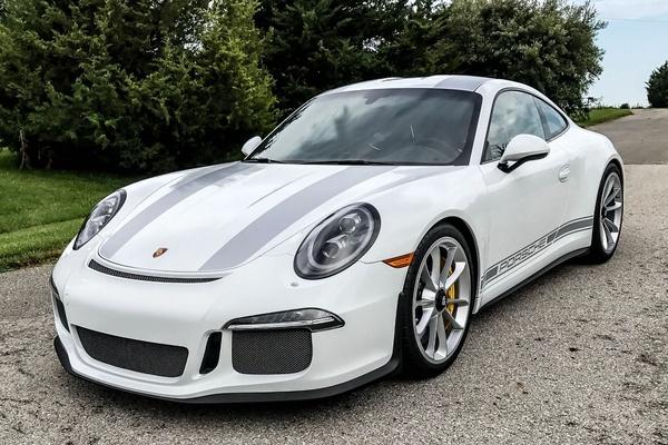 17-Mile 2016 Porsche 911R
