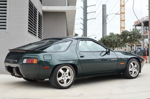 DT: 1983 Porsche 928 S Euro 5-Speed Sunroof-Delete
