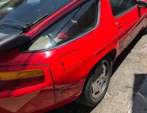 DT: 1989 Porsche 928 S4