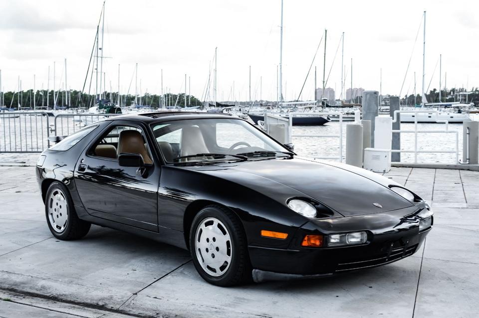 DT: 1987 Porsche 928 S4 5-Speed