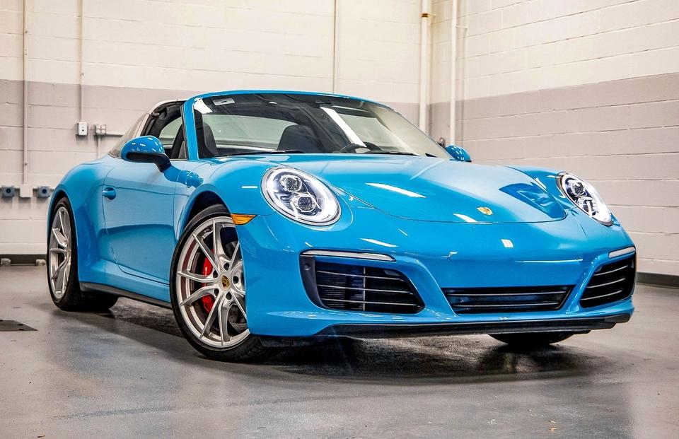 2019 Porsche 991.2 Targa 4S 7-speed Miami Blue
