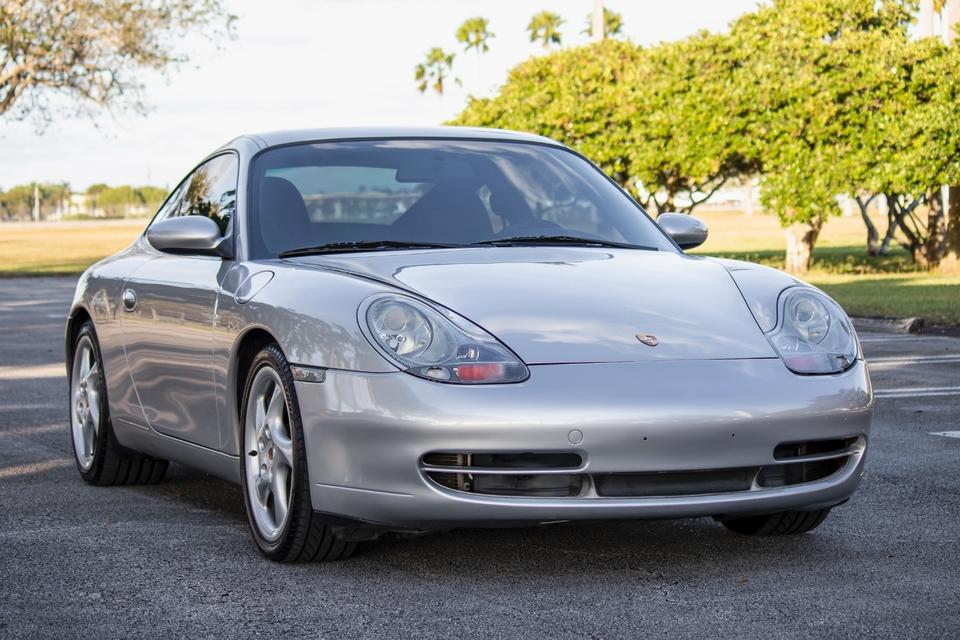 NO-RESERVE 2001 Porsche 996 Carrera Coupe 6-Speed