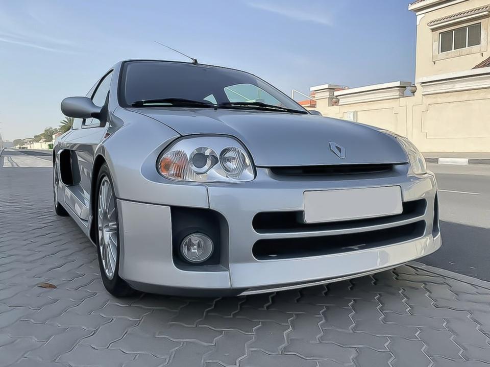 DT: 2002 Renault Sport Clio 'Lutecia' V6