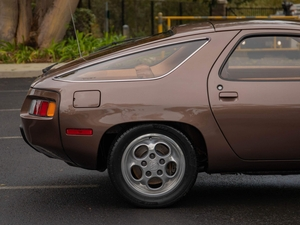DT: 1979 Porsche 928 Coupe 5-Speed