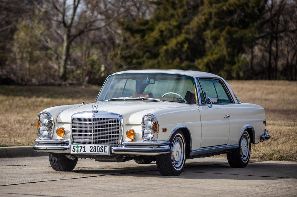 DT: 1971 Mercedes-Benz 280SE 3.5 Coupe Manual