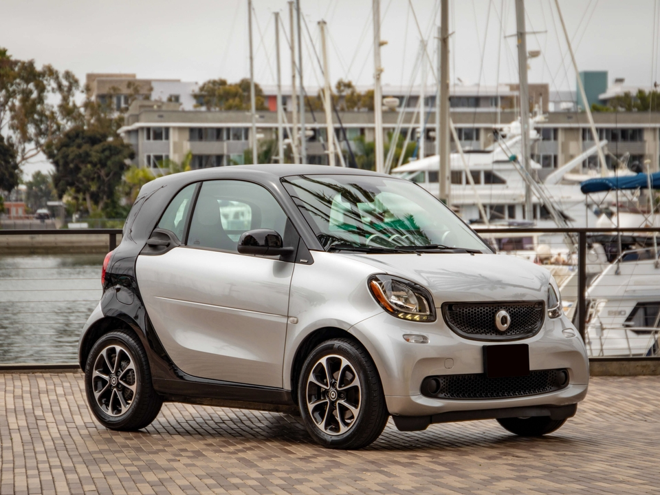 DT: 25k-Mile 2016 Smart Fortwo Passion 5-Speed Manual