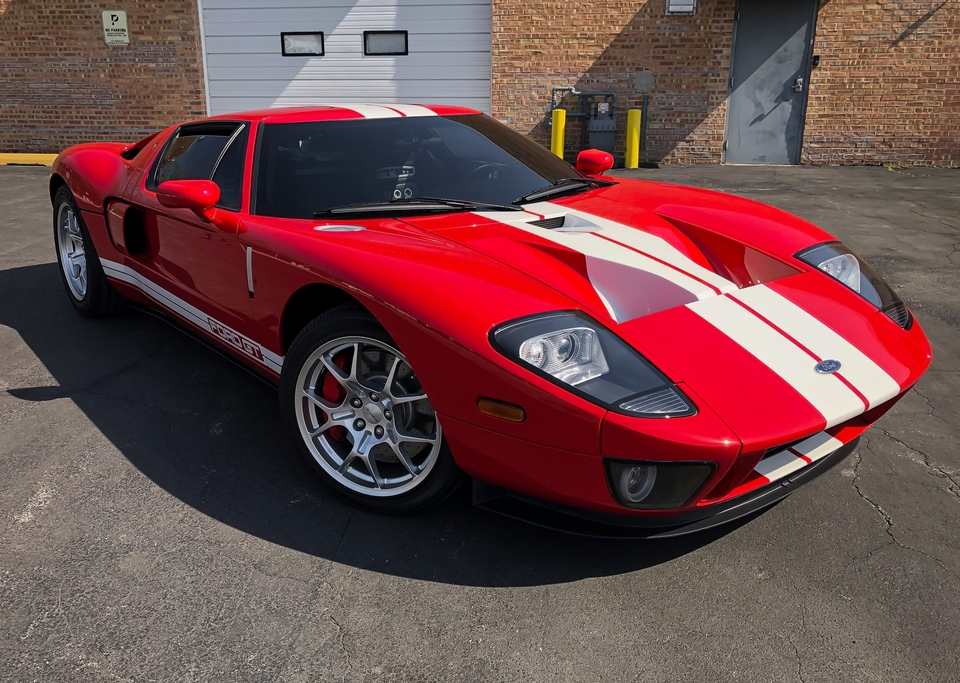 DT: 946-Mile 2005 Ford GT