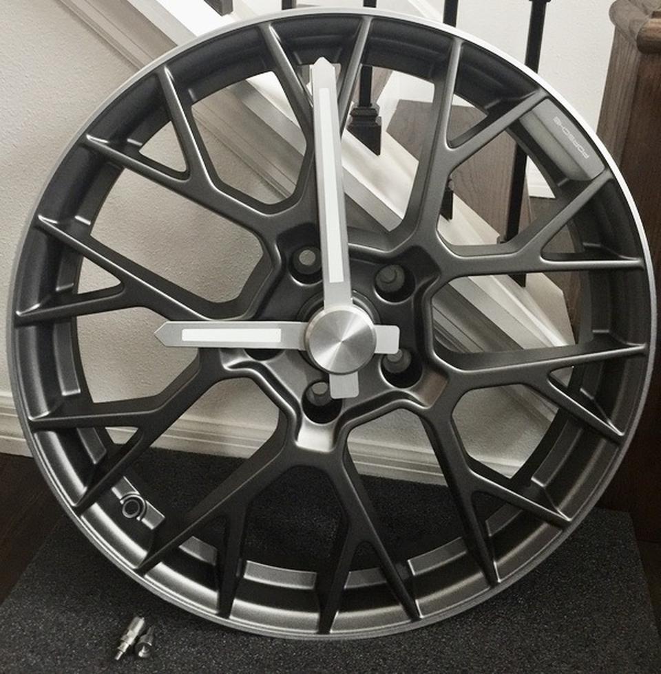 DT: 911 RS Spyder Wheel Clock