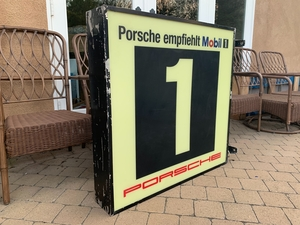 "DT: Double-Sided Mobil1 ""Empfiehlt"" Illuminated Sign"